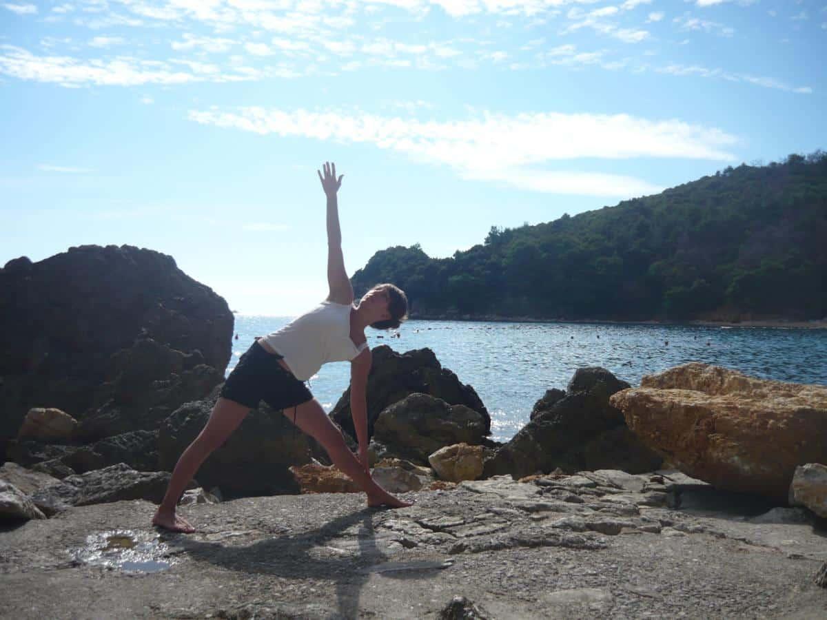 Pozycje jogi – trójkąt