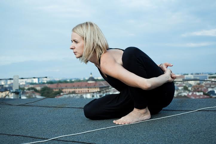 Pozycje jogi – Mariciasana II