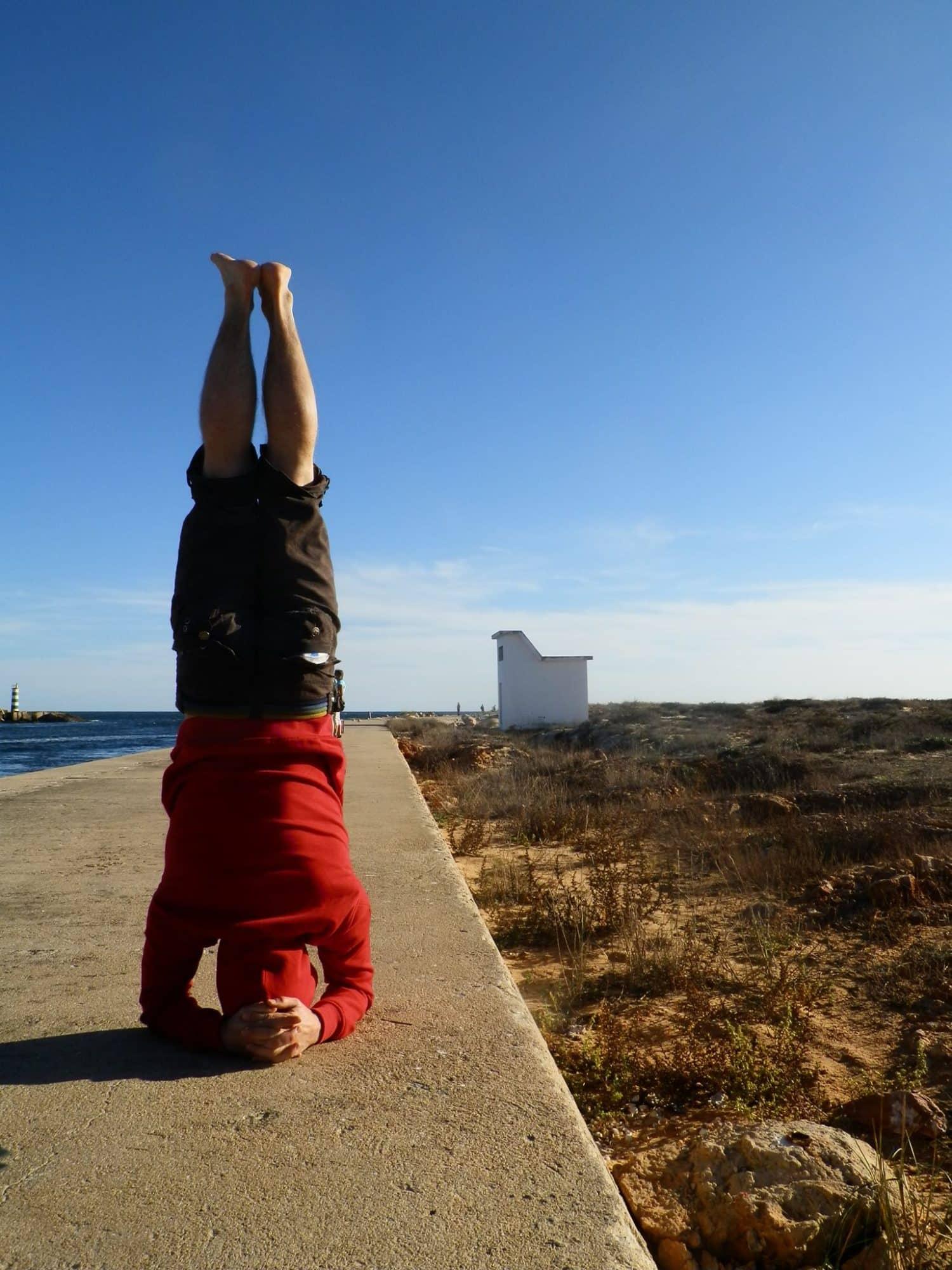 Pozycje jogi: salamba sirsasana (stanie na głowie z podparciem)