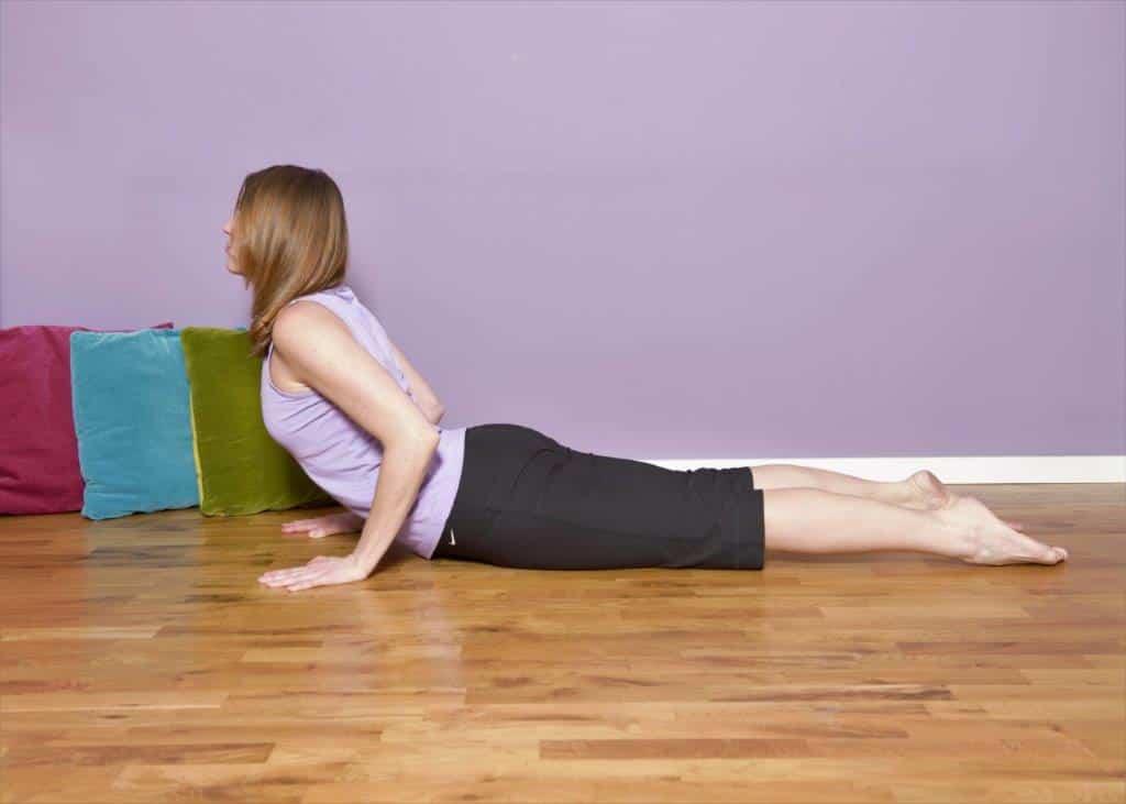 Pozycje jogi: Kobra (bhujangasana) ~Monika Klisch