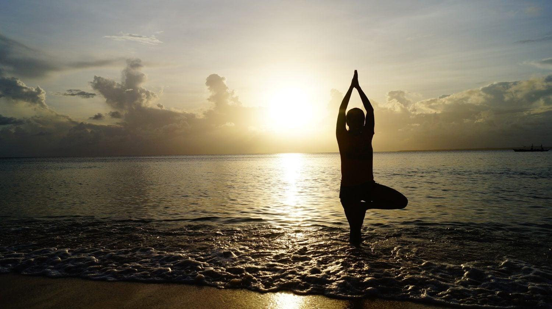 Joga w podróży, czyli jak nie zaprzestać praktyki na wakacjach – Karolina Kałamajska