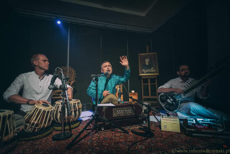 Muzyka indyjska – podróż przez różnobarwne kultury, języki i dźwięki subkontynentu indyjskiego ~ Michał Rudaś